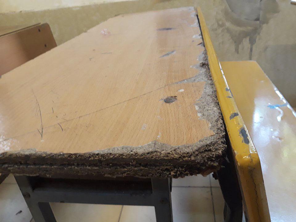 Bên trong trường học vợ NS Xuân Bắc tố học sinh phải kê dép, lấy ghế ngoài bãi phế thải để ngồi - Ảnh 3.
