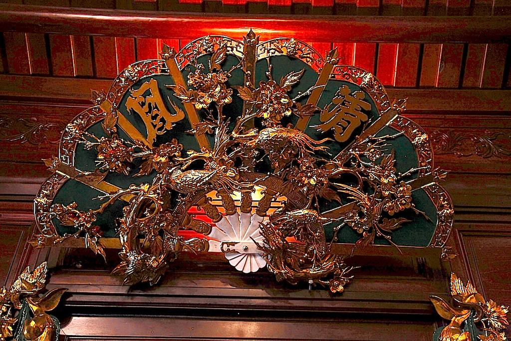 Chùm ảnh: Cận cảnh khu nhà thờ họ 100 tỷ với nhiều vật dụng dát vàng ở Nghệ An - Ảnh 6.