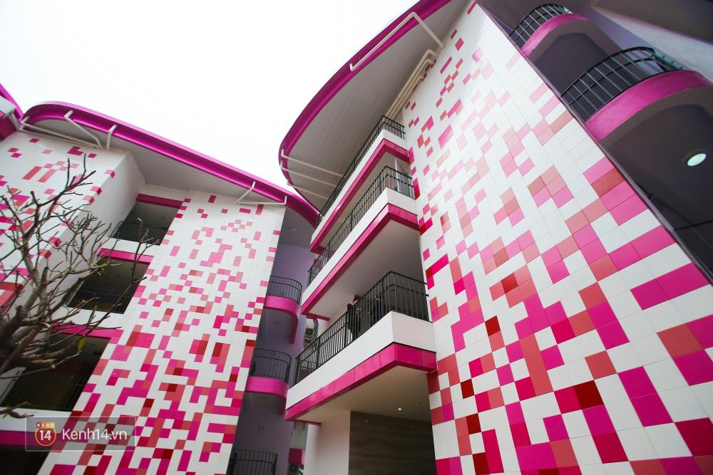 Du học tại chỗ ở Hà Nội tại ngôi trường mới toanh, sang xịn và toàn màu hồng! - Ảnh 6.