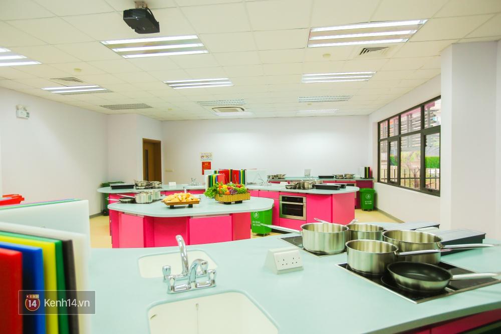 Du học tại chỗ ở Hà Nội tại ngôi trường mới toanh, sang xịn và toàn màu hồng! - Ảnh 16.