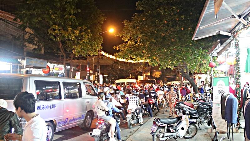 Kẹt xe kéo dài hàng tiếng đồng hồ ở Hội An - Ảnh 6.
