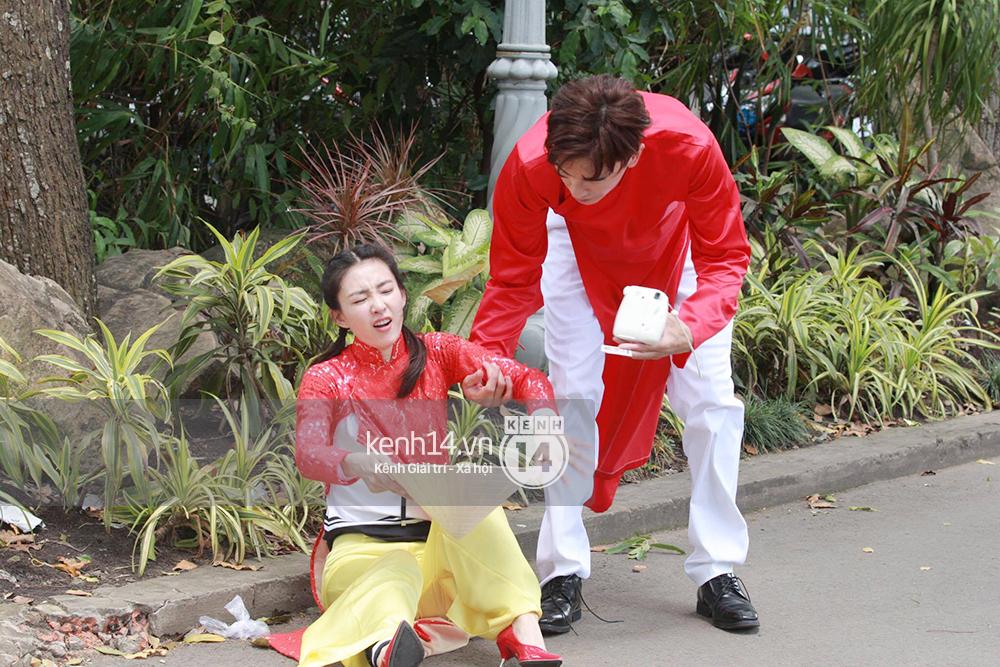 Amazing Race Trung Quốc tại Việt Nam: Vương Lệ Khôn - Trịnh Nguyên Sướng mặc áo dài, kiệt sức dưới trời nắng - Ảnh 2.