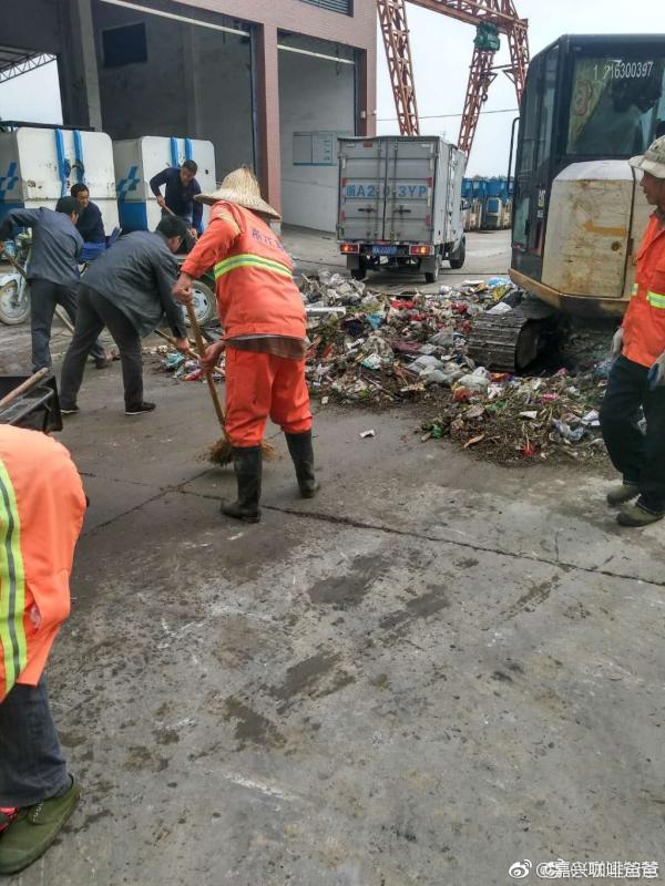Người chồng vứt gần 200 triệu vì tưởng nhầm là rác, nhân viên vệ sinh lục tung hơn 10 tấn rác thì thấy điều bất ngờ - ảnh 2