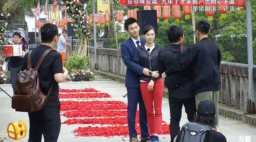 Nữ hoàng nhảy cầu Trung Quốc bật khóc khi bạn trai kém tuổi cầu hôn - Ảnh 10.