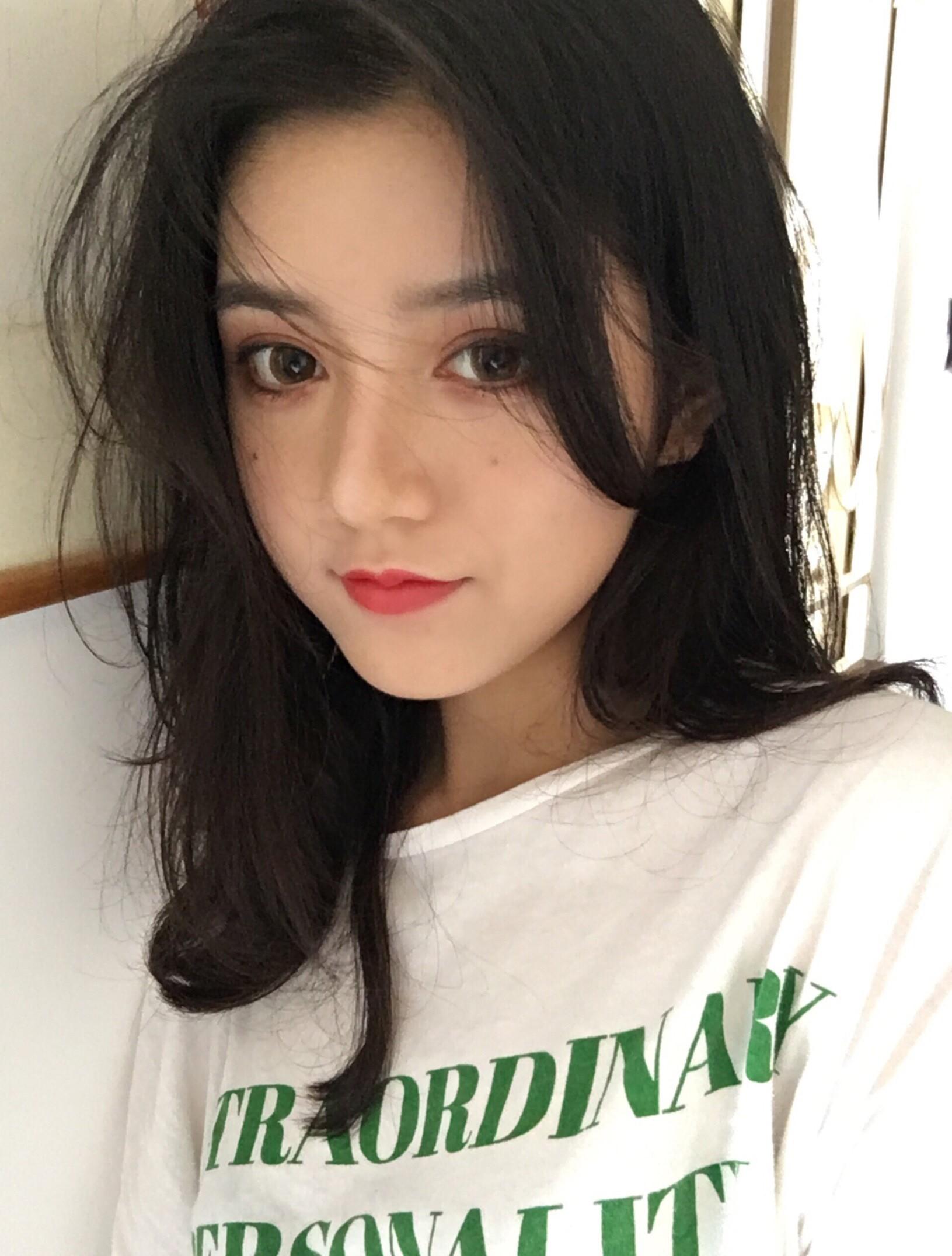 Quá xinh đẹp, cô bạn Trung Quốc khiến các chàng trai thi nhau nhận vơ là người yêu - Ảnh 2.