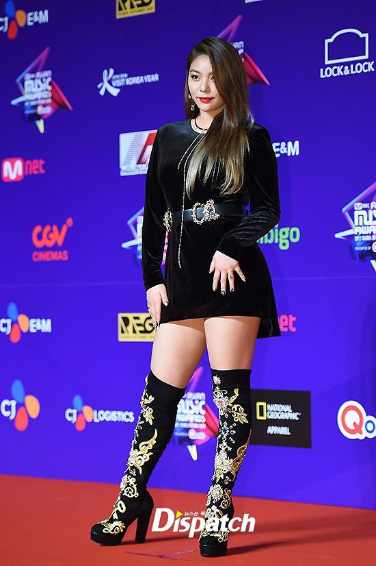 Cập nhật thảm đỏ MAMA Hồng Kông: Kim Yoo Jung chiếm trọn sự chú ý, em út Red Velvet hở bạo - Ảnh 9.