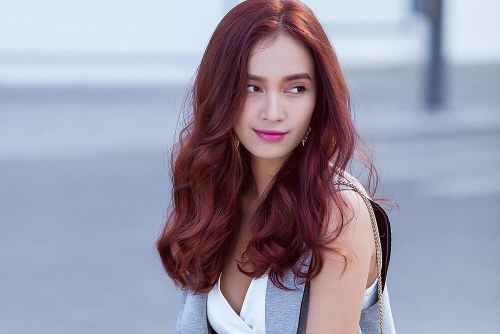 Ca sĩ Ái Phương gây sốc khi khuyến khích bán dâm để mua Iphone X -