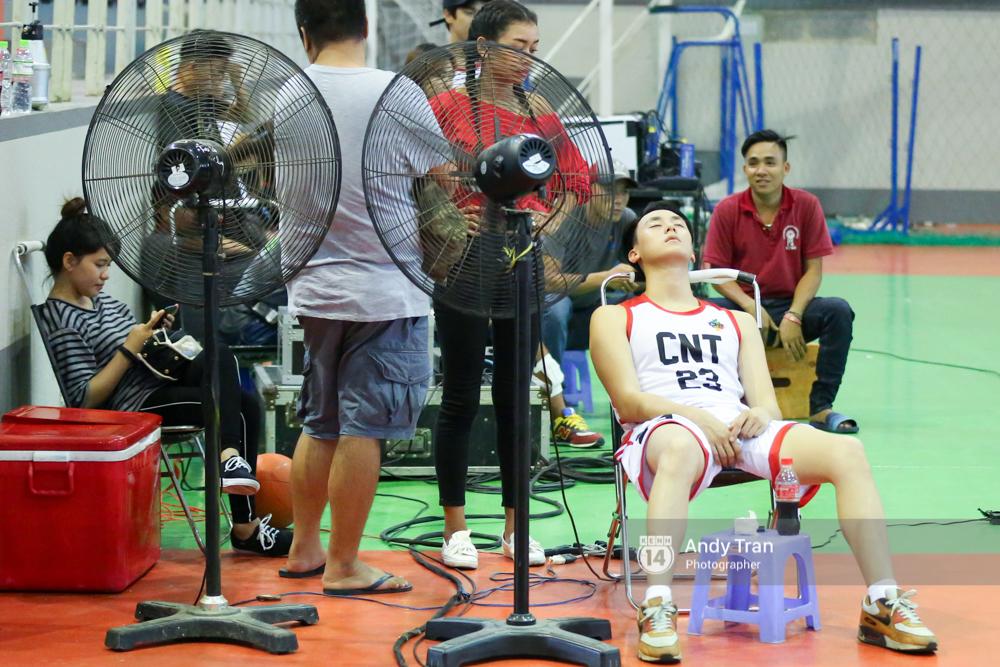 Clip hé lộ từ phim trường quay Glee bản Việt: Rocker Nguyễn và Hữu Vi đấu bóng rổ, ai xuất sắc hơn? - Ảnh 9.