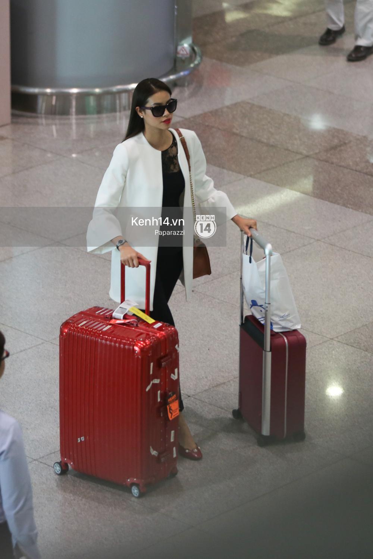 Phạm Hương rạng rỡ trở về từ Nhật Bản, nán lại ký tặng fan hâm mộ giữa sân bay - Ảnh 7.