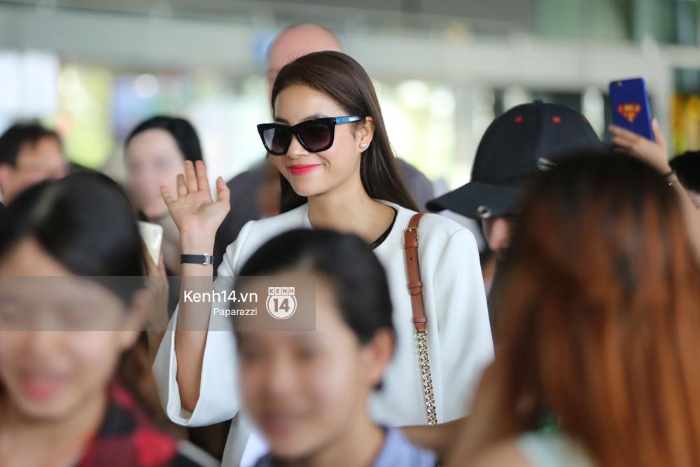 Phạm Hương rạng rỡ trở về từ Nhật Bản, nán lại ký tặng fan hâm mộ giữa sân bay - Ảnh 8.
