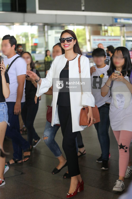 Phạm Hương rạng rỡ trở về từ Nhật Bản, nán lại ký tặng fan hâm mộ giữa sân bay - Ảnh 9.