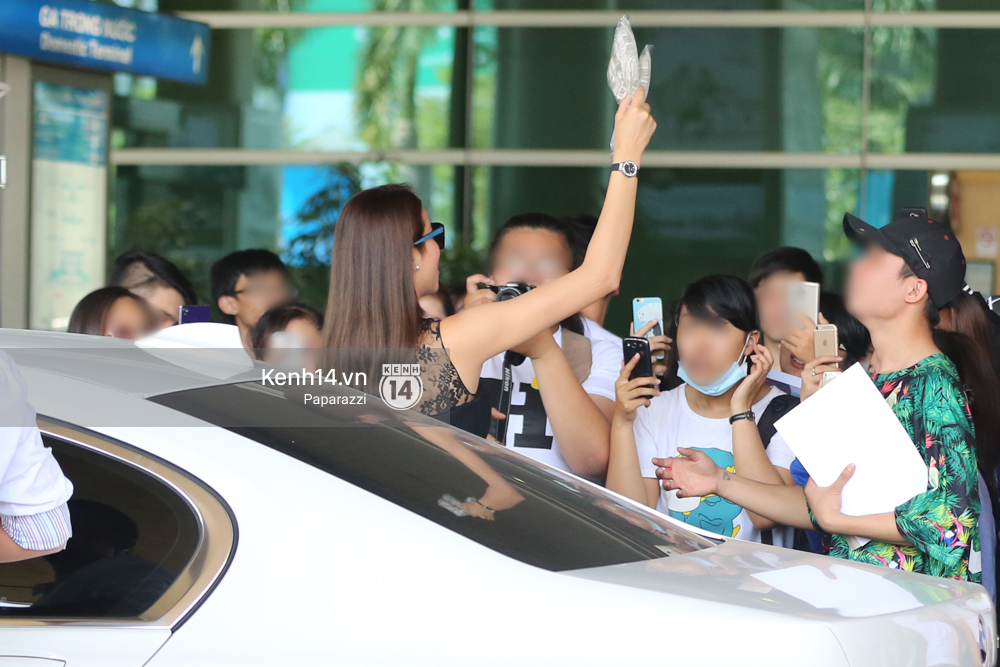 Phạm Hương rạng rỡ trở về từ Nhật Bản, nán lại ký tặng fan hâm mộ giữa sân bay - Ảnh 12.