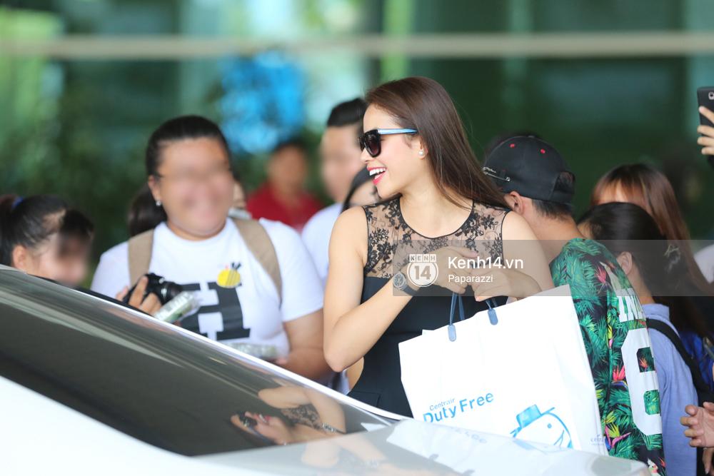 Phạm Hương rạng rỡ trở về từ Nhật Bản, nán lại ký tặng fan hâm mộ giữa sân bay - Ảnh 14.