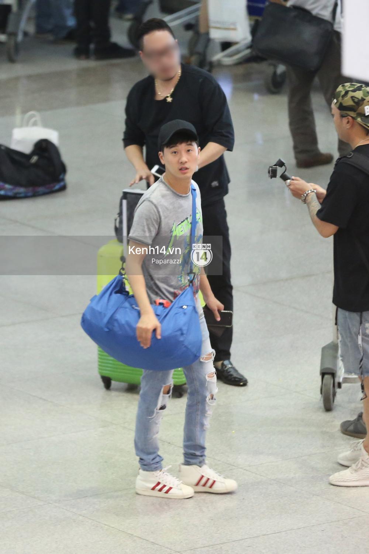 Rapper nổi tiếng xứ Hàn Basick một mình đến Việt Nam, hạnh phúc trong vòng tay chào đón của người hâm mộ - Ảnh 5.