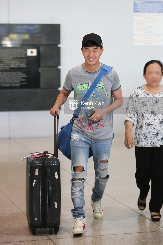 Rapper nổi tiếng xứ Hàn Basick một mình đến Việt Nam, hạnh phúc trong vòng tay chào đón của người hâm mộ - Ảnh 8.