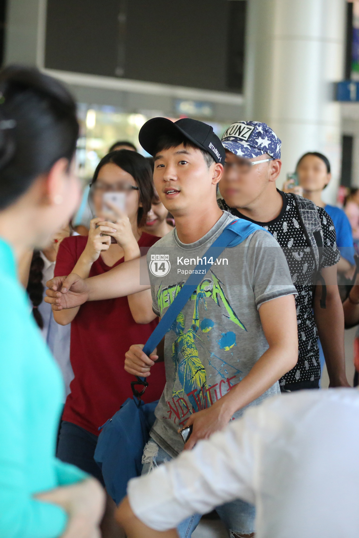 Rapper nổi tiếng xứ Hàn Basick một mình đến Việt Nam, hạnh phúc trong vòng tay chào đón của người hâm mộ - Ảnh 11.