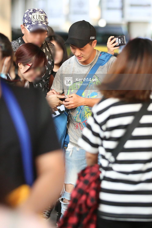 Rapper nổi tiếng xứ Hàn Basick một mình đến Việt Nam, hạnh phúc trong vòng tay chào đón của người hâm mộ - Ảnh 12.