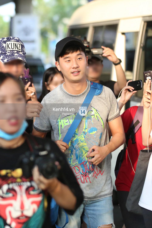 Rapper nổi tiếng xứ Hàn Basick một mình đến Việt Nam, hạnh phúc trong vòng tay chào đón của người hâm mộ - Ảnh 13.