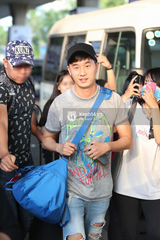 Rapper nổi tiếng xứ Hàn Basick một mình đến Việt Nam, hạnh phúc trong vòng tay chào đón của người hâm mộ - Ảnh 14.