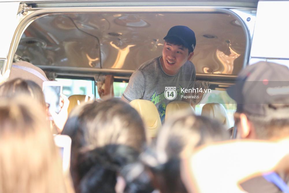 Rapper nổi tiếng xứ Hàn Basick một mình đến Việt Nam, hạnh phúc trong vòng tay chào đón của người hâm mộ - Ảnh 15.