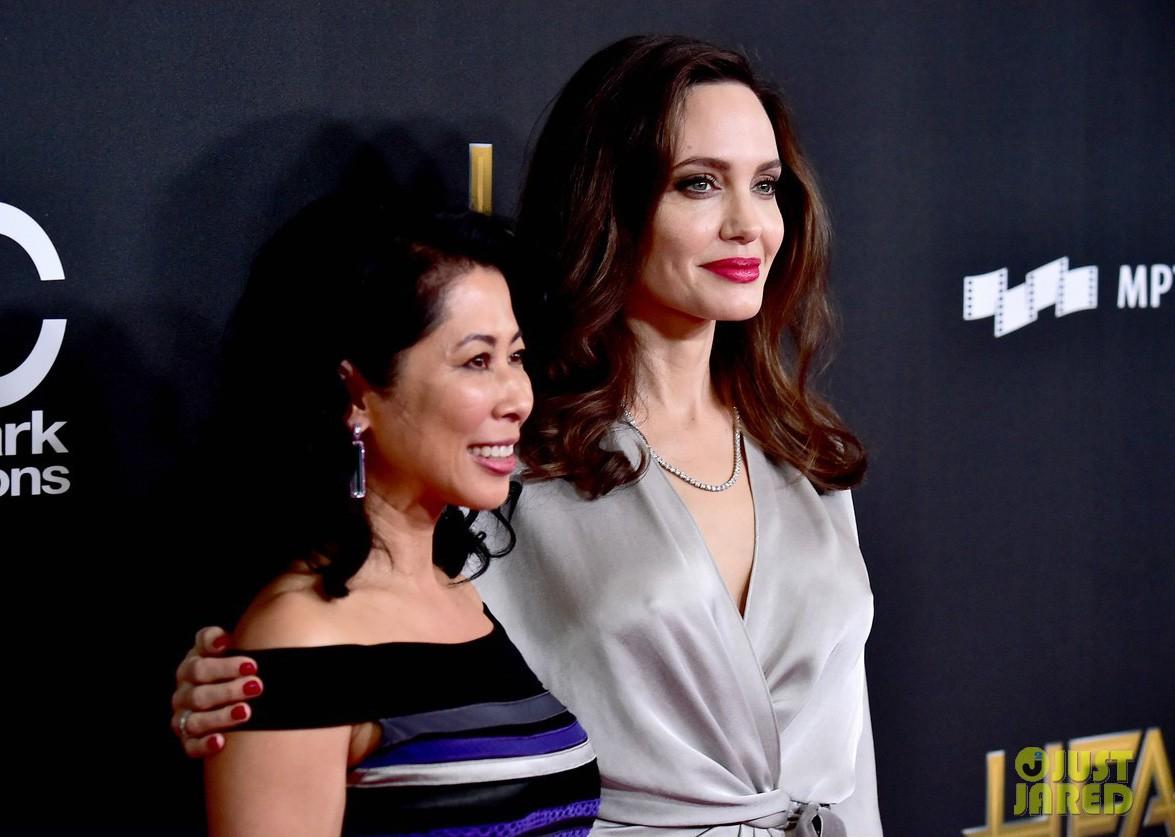 Sau ly dị, Angelina Jolie đẹp lộng lẫy bao nhiêu, Brad Pitt lại xuống mã và già nua bấy nhiêu - Ảnh 4.