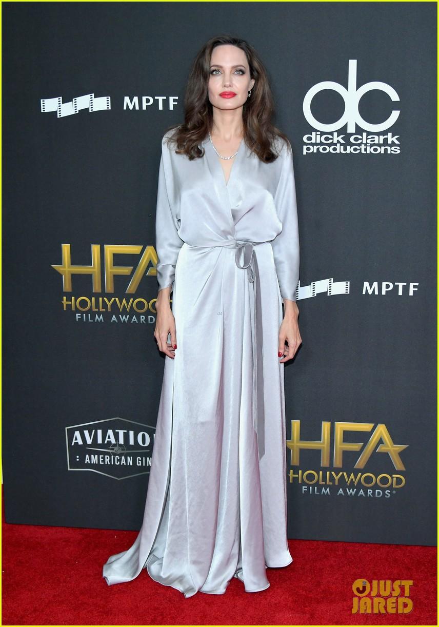 Sau ly dị, Angelina Jolie đẹp lộng lẫy bao nhiêu, Brad Pitt lại xuống mã và già nua bấy nhiêu - Ảnh 6.