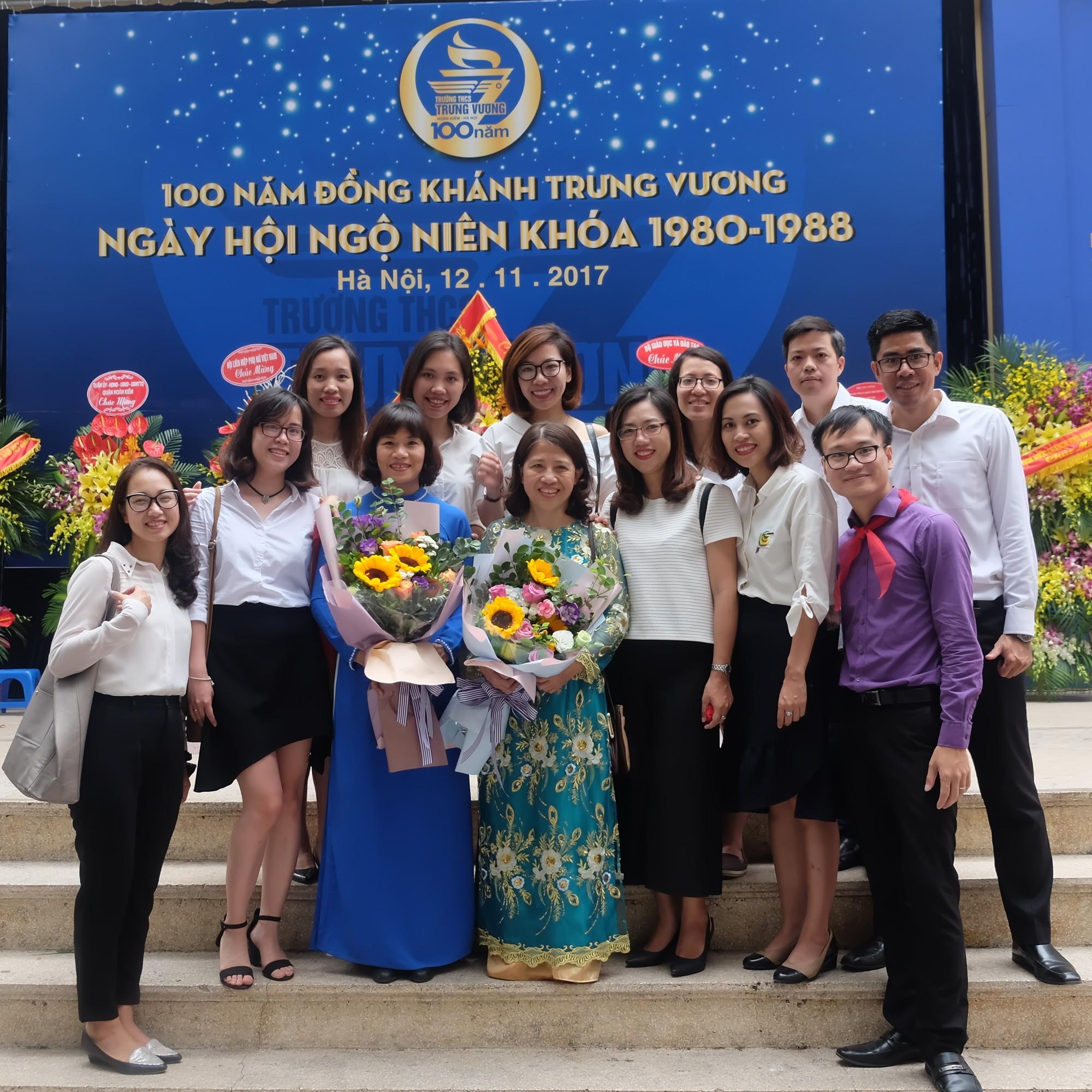 """""""Ngày trở về"""" đầy cảm xúc của cựu học sinh kỷ niệm 100 năm trường THCS Trưng Vương - Ảnh 13."""