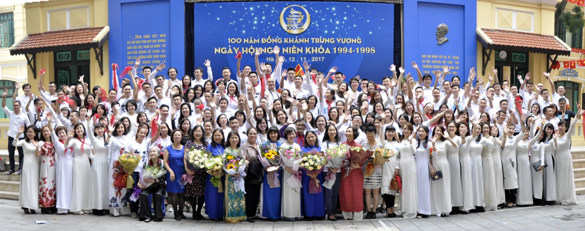 """""""Ngày trở về"""" đầy cảm xúc của cựu học sinh kỷ niệm 100 năm trường THCS Trưng Vương - Ảnh 3."""