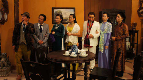 Trước Cô Ba Sài Gòn, không ít lần những tà áo truyền thống Việt Nam gây dấu ấn trên màn ảnh - Ảnh 8.