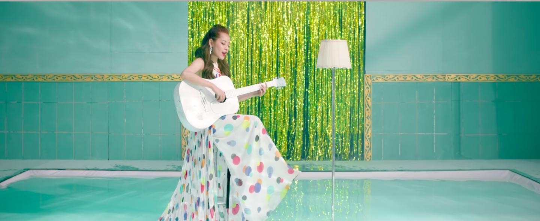 Mừng MV Cho ta gần hơn cán mốc 6 triệu lượt xem, Chi Pu tung phiên bản Acoustic nhẹ nhàng tặng fan - Ảnh 5.
