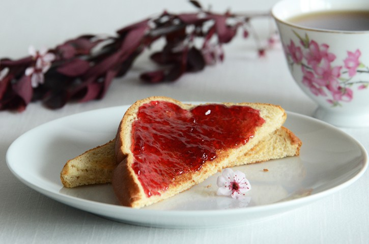 Lạ mắt, lạ miệng với những món ăn, đồ uống làm từ… hoa hồng - Ảnh 1.
