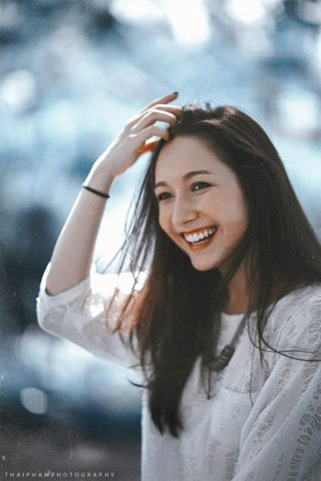 Anna Trương, tên tiếng Việt là Trương Mỹ Hà, sinh ra tại Đức. Cô nàng được giới thiệu là con gái của một nhạc sĩ người Việt (Trương Anh Quân) và một phụ nữ Đức. 4 tuổi đã theo cha về Việt Nam, 18 tuổi trở thành người mẫu của 1 tờ báo, ngoài ra còn là một ca sĩ