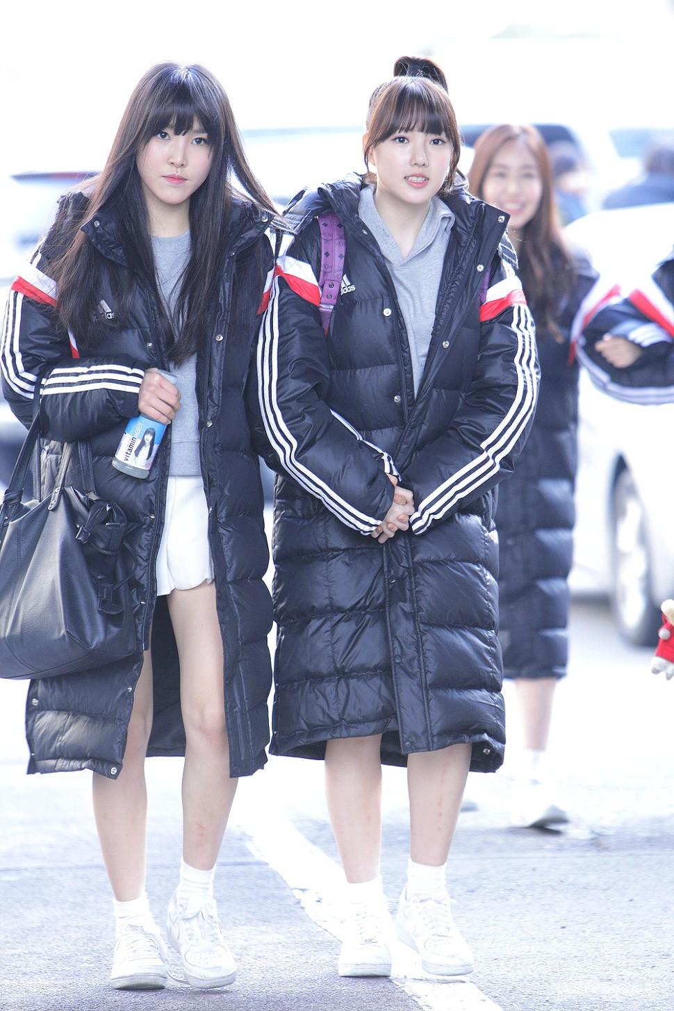 Chỉ vì các Idol mà giới trẻ Hàn cố vòi bố mẹ đến cả chục triệu sắm loại áo này - Ảnh 3.