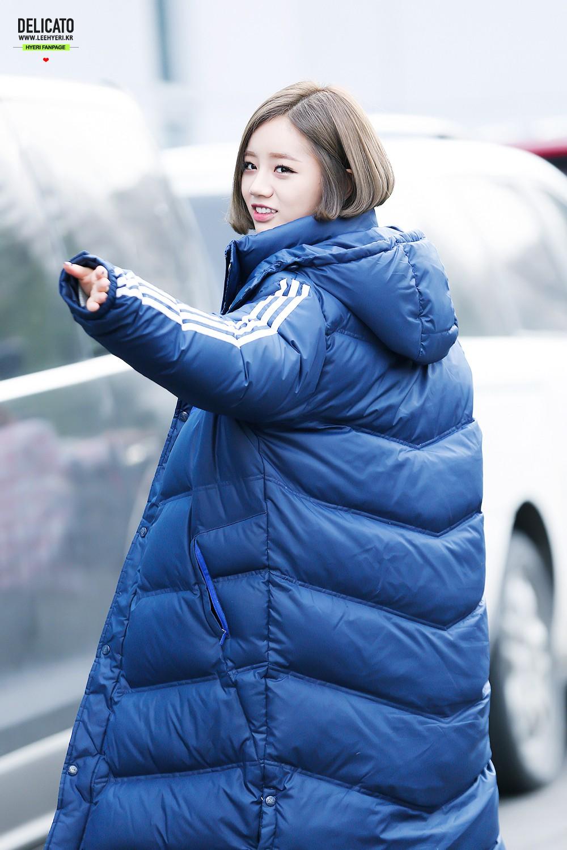 Chỉ vì các Idol mà giới trẻ Hàn cố vòi bố mẹ đến cả chục triệu sắm loại áo này - Ảnh 8.