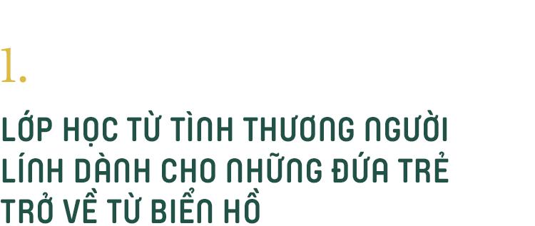 Những thầy giáo quân hàm xanh ở Vành đai biên giới Việt - Cam: Ngày tuần tra, đêm gieo chữ cho bọn trẻ không quốc tịch - Ảnh 3.