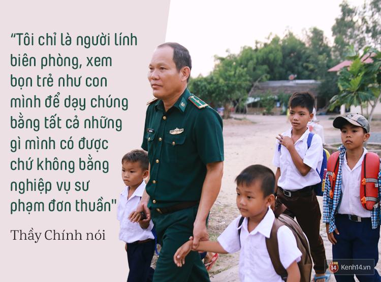 Những thầy giáo quân hàm xanh ở Vành đai biên giới Việt - Cam: Ngày tuần tra, đêm gieo chữ cho bọn trẻ không quốc tịch - Ảnh 18.
