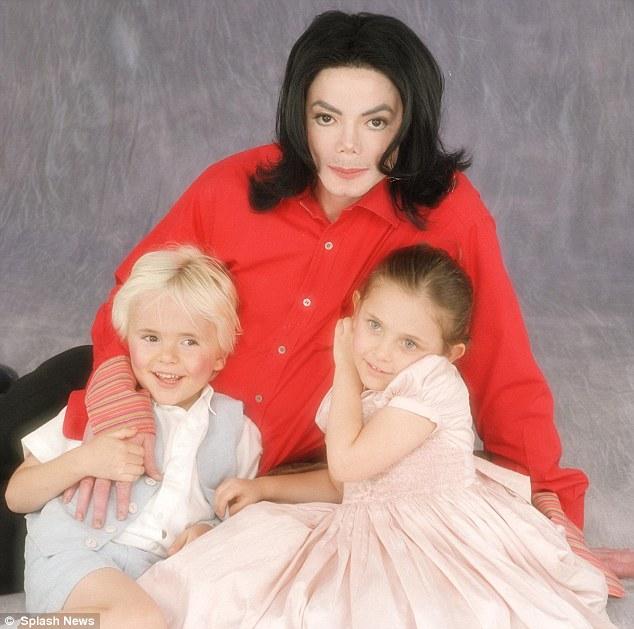 Con gái Michael Jackson đã 18 tuổi và xinh đẹp, quyến rũ y hệt Madonna thời trẻ - Ảnh 1.