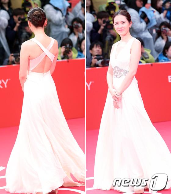 Thảm đỏ hot nhất hôm nay: Yoona khoe lưng trần bên tài tử Jang Dong Gun, sao Vì sao đưa anh tới lộ hàng - Ảnh 9.
