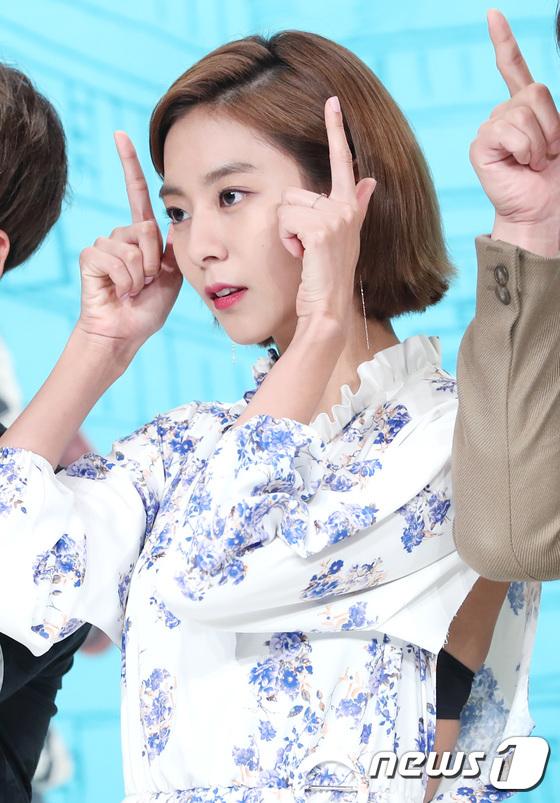 Jaejoong trở lại điển trai như hoàng tử, UEE diện váy rách hay cố tình? - Ảnh 4.