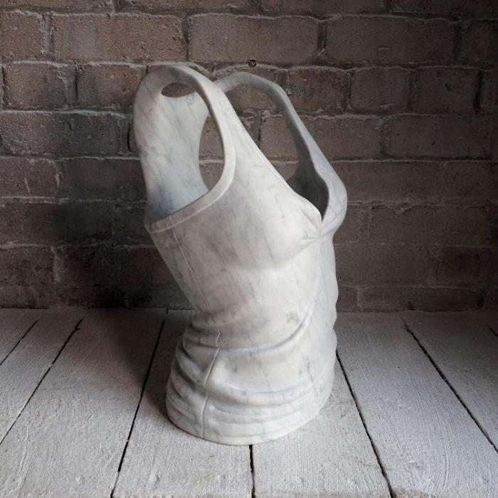 Ngắm bộ sưu tập váy duyên dáng được điêu khắc từ đá cẩm thạch - Ảnh 11.