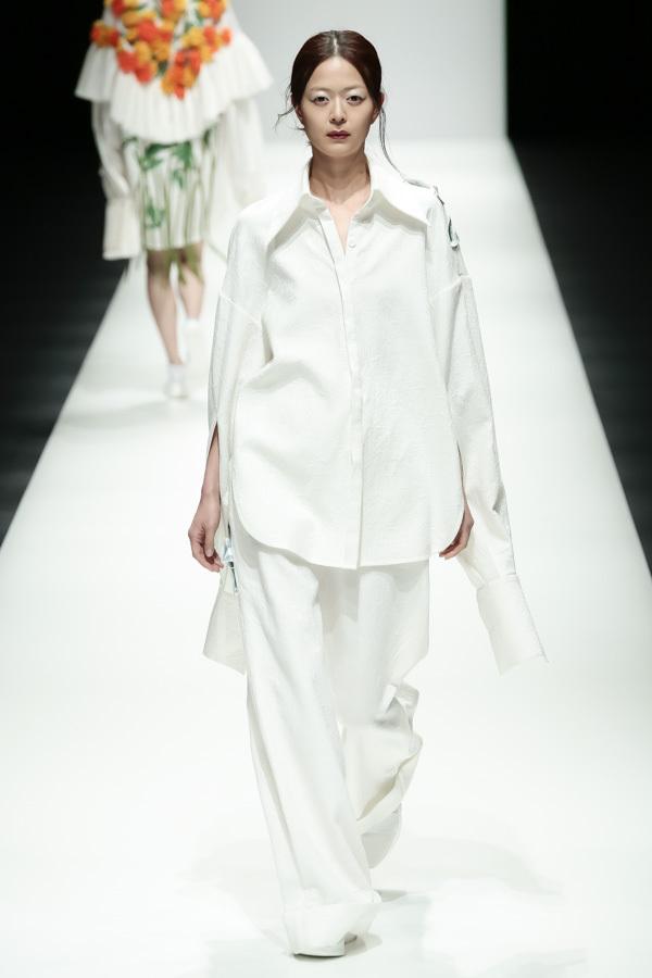 BST mới của NTK Công Trí tại Tokyo Fashion Week: Trước cái đẹp, bạn chỉ còn biết Wow lên một tiếng!!! - Ảnh 11.