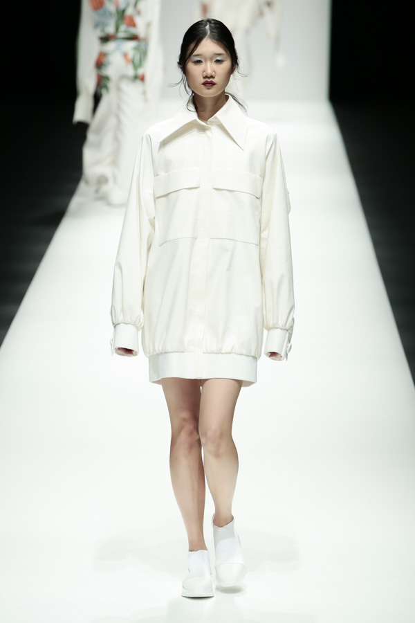 BST mới của NTK Công Trí tại Tokyo Fashion Week: Trước cái đẹp, bạn chỉ còn biết Wow lên một tiếng!!! - Ảnh 12.