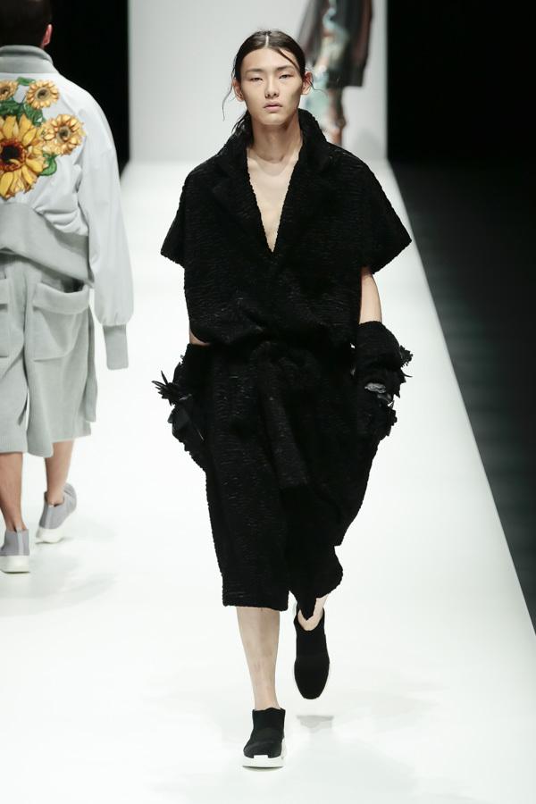 BST mới của NTK Công Trí tại Tokyo Fashion Week: Trước cái đẹp, bạn chỉ còn biết Wow lên một tiếng!!! - Ảnh 15.