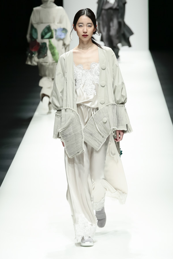 BST mới của NTK Công Trí tại Tokyo Fashion Week: Trước cái đẹp, bạn chỉ còn biết Wow lên một tiếng!!! - Ảnh 20.