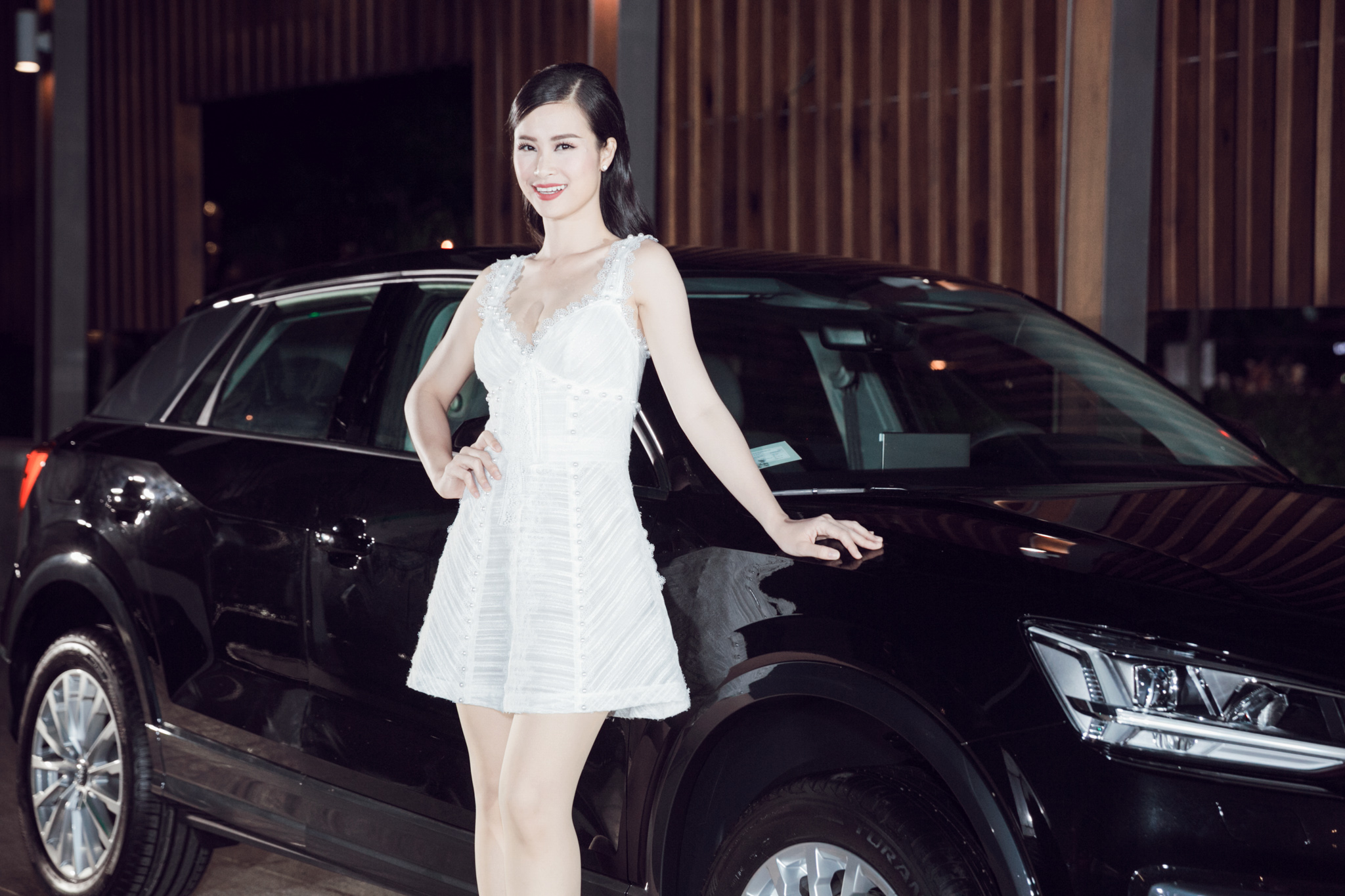 Thanh Hằng khoe vai trần, rạng rỡ đọ sắc cùng Đông Nhi tại sự kiện - Ảnh 2.