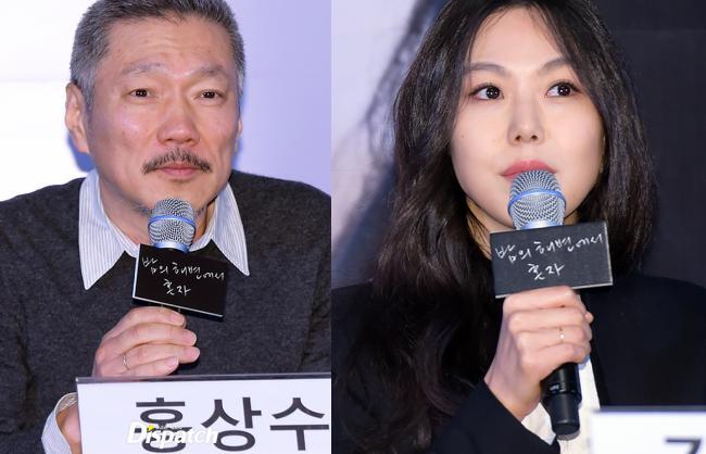 Sau khi bỏ vợ, đạo diễn già đeo nhẫn đôi và tỏ tình công khai với Kim Min Hee tại sự kiện - Ảnh 1.