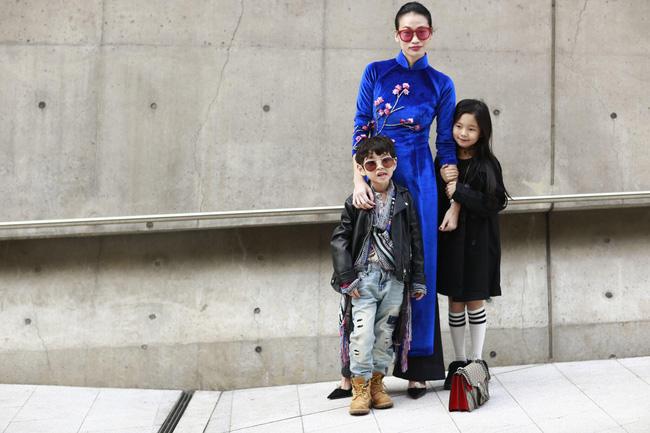 Không phá cách hay nổi loạn, Trương Thanh Trúc nổi bật với áo dài tại Tuần lễ thời trang Seoul 2017 - Ảnh 2.