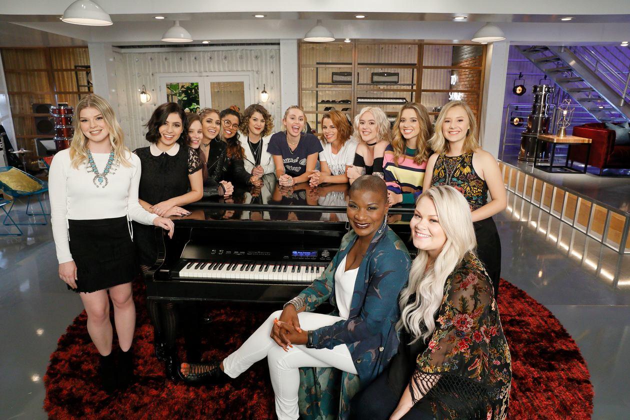 Lần đầu tiên trong lịch sử The Voice, Miley Cyrus chốt team 100% là nữ! - Ảnh 11.