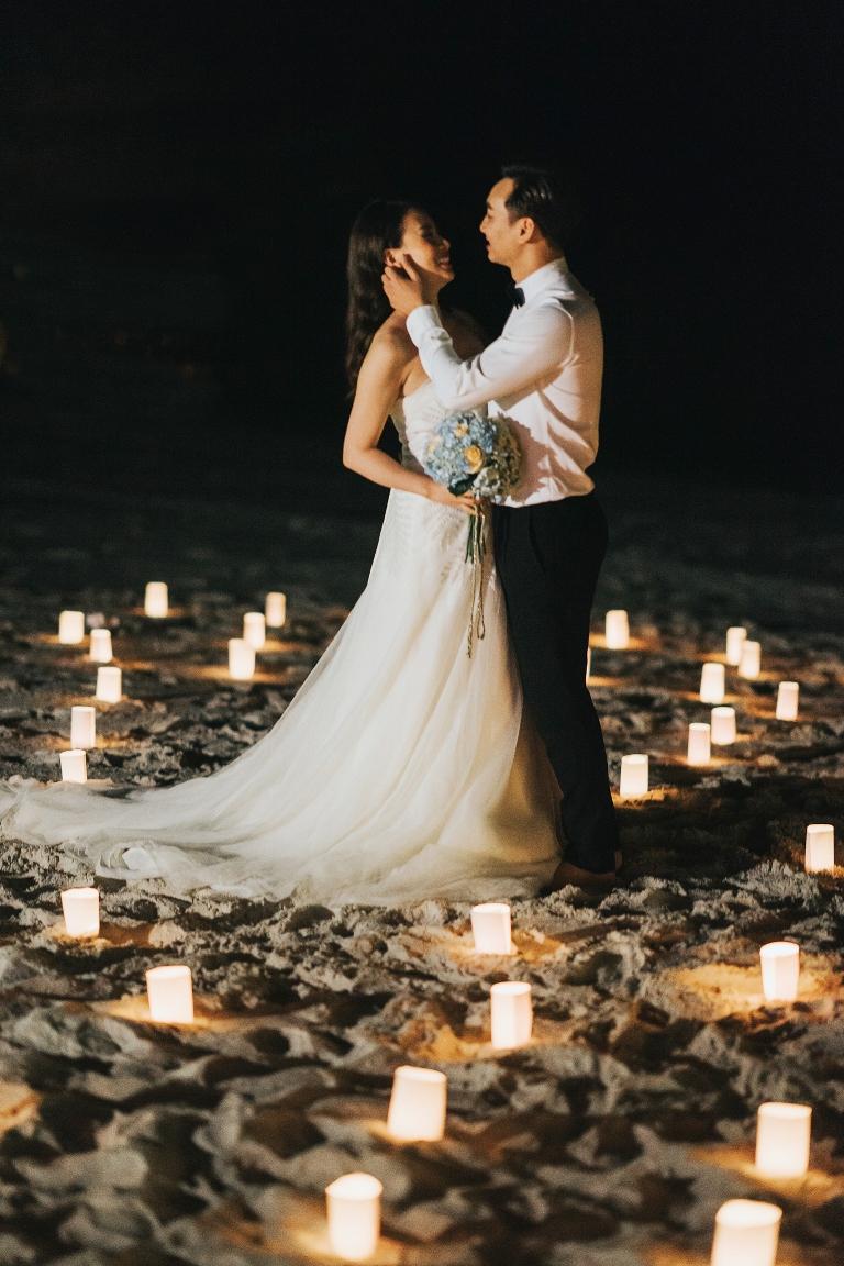MC Thành Trung quỳ gối cầu hôn bạn gái bên bờ biển lãng mạn - Ảnh 6.