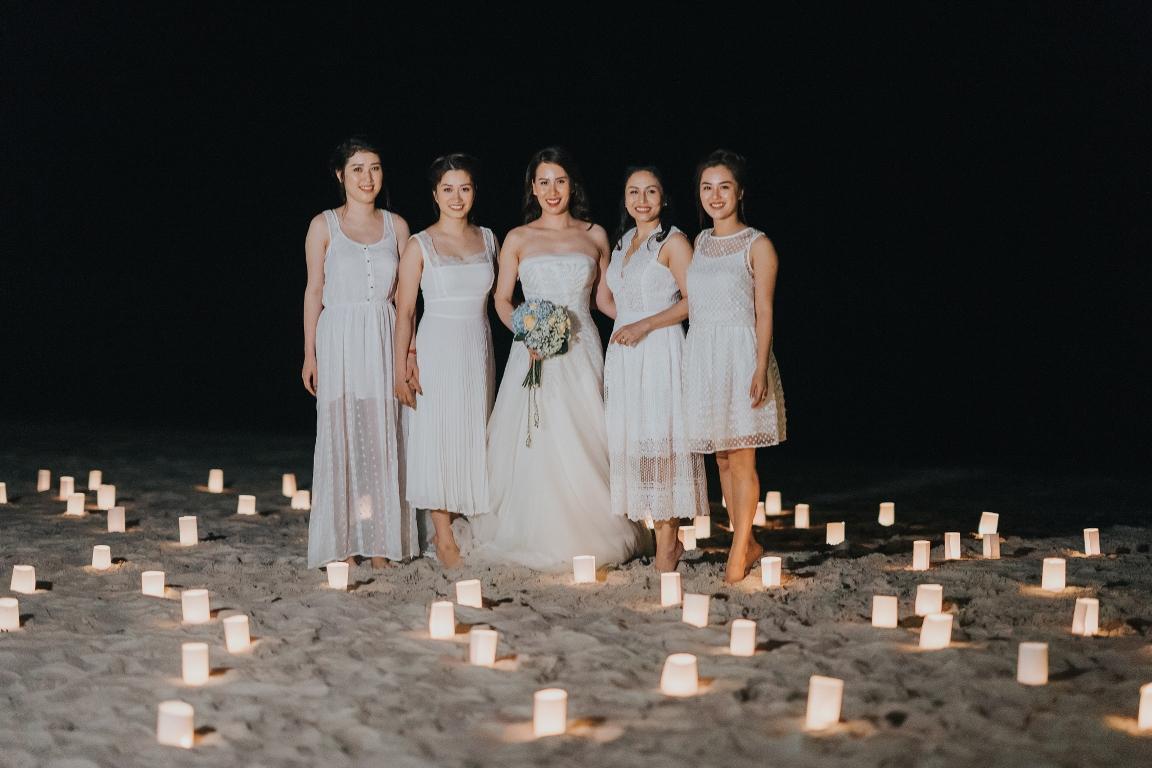 MC Thành Trung quỳ gối cầu hôn bạn gái bên bờ biển lãng mạn - Ảnh 10.